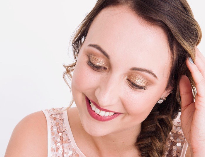 Vegan and cruelty free beautiful bridal makeup that is long lasting - Hair and Makeup by Toni Searle - Photography by Maylings Photography #vegan #crueltyfree #bride #bridalmakeup #goldeneyeshadow #charlottetilbury