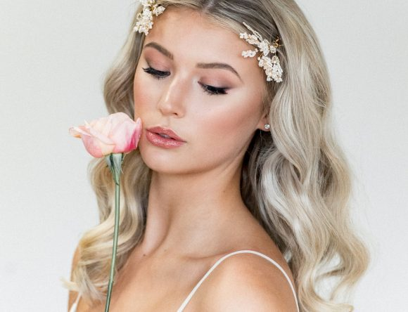 10 Marvellous Middle Parting Bridal Hairstyles