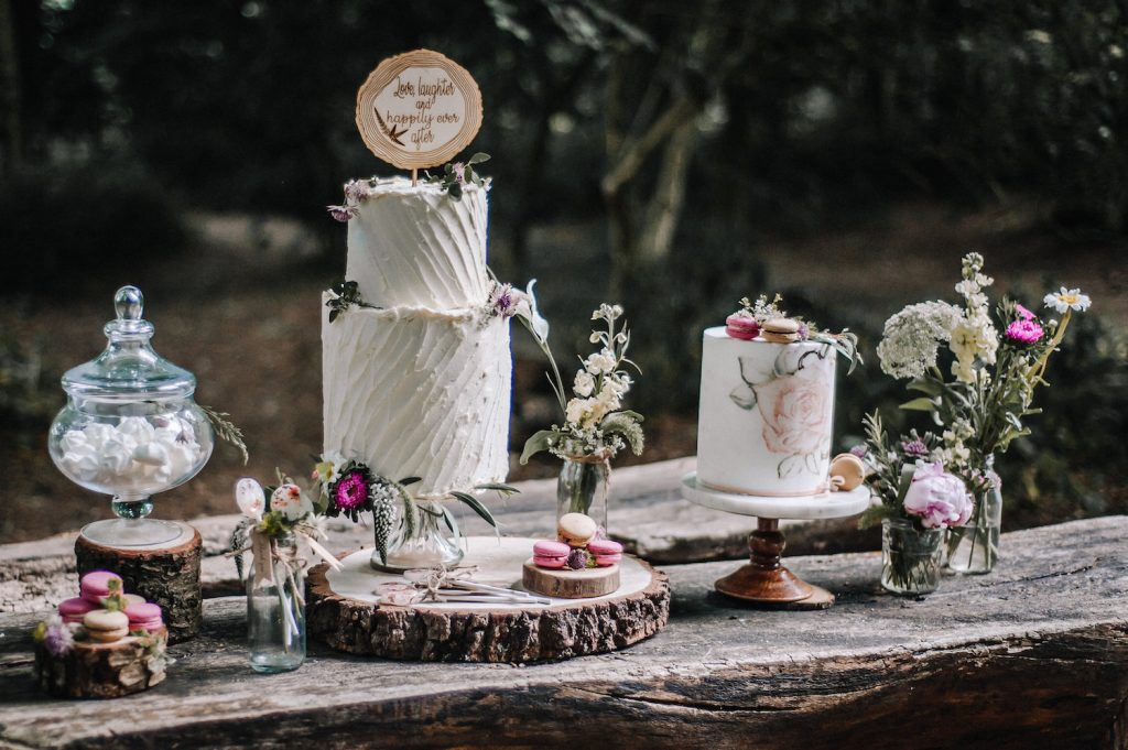 vintage-boho-woodland-wedding-cakes