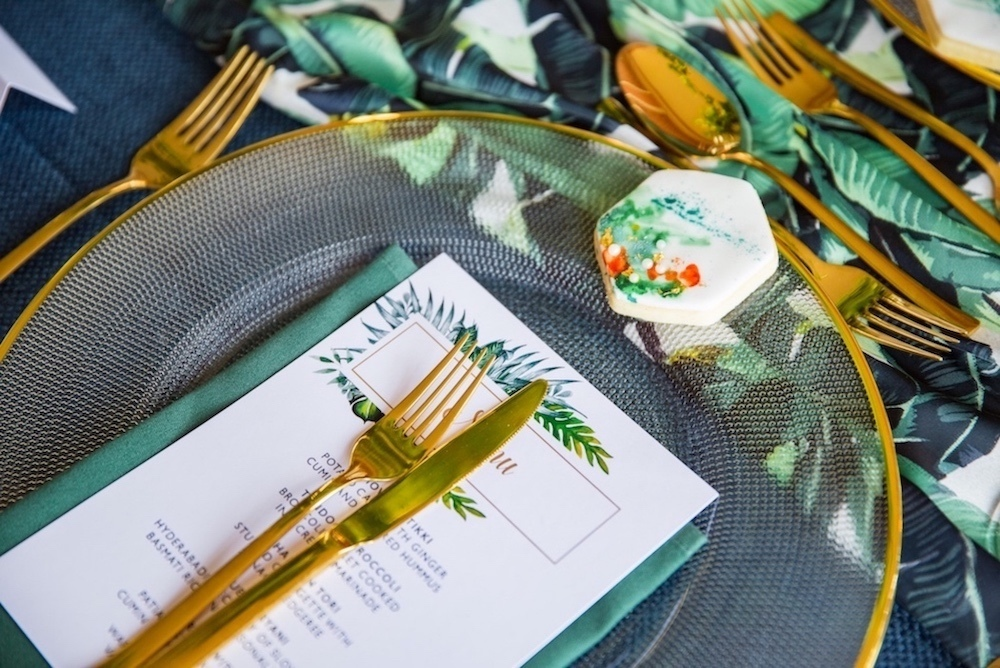tropical-wedding-place-setting