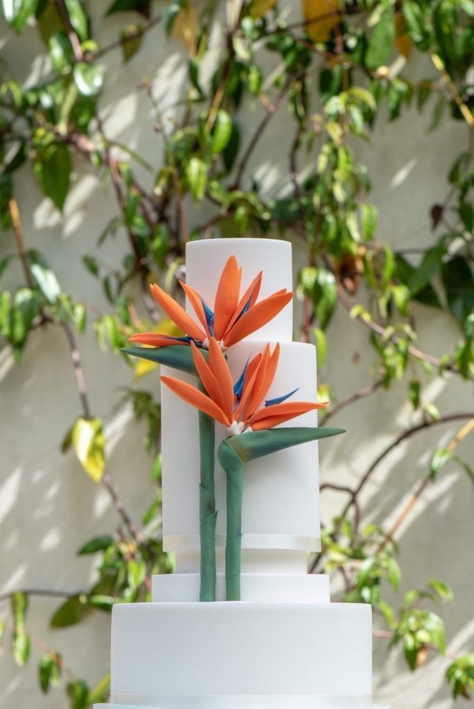 tropical-strelizia-bird-of-paradise-wedding-cake