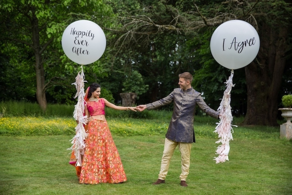 bride-and-groom-oversized-balloons
