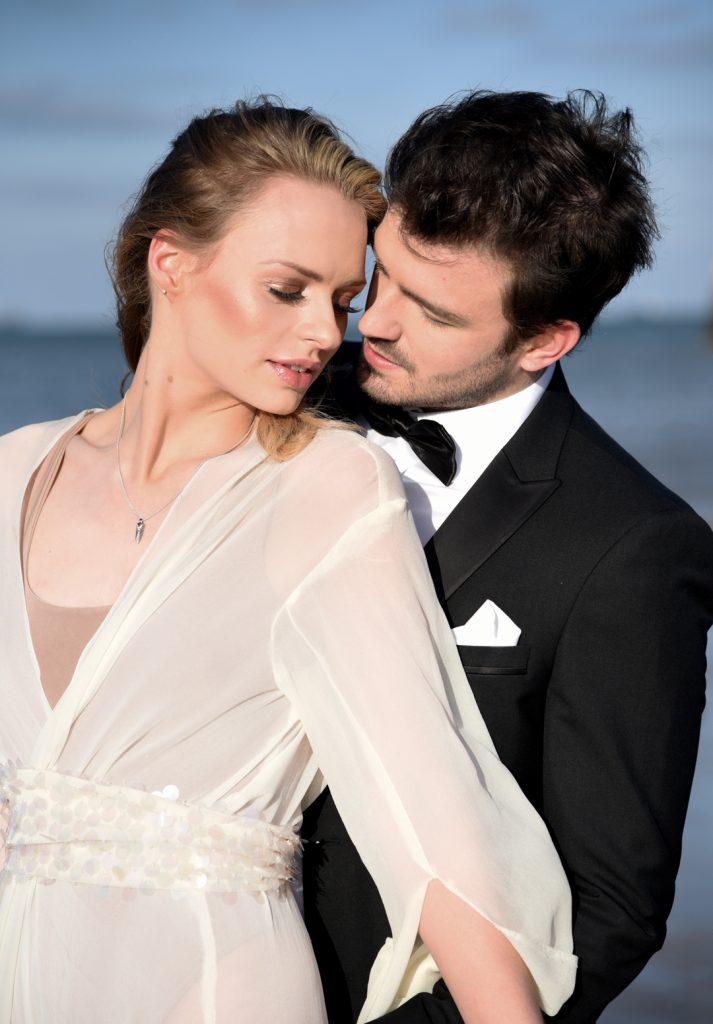 natural-glam-makeup-beach-bride