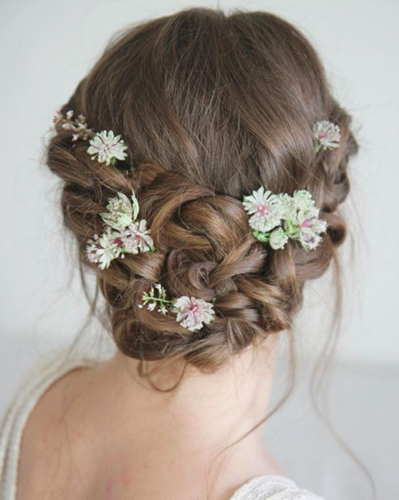 tips-for-wearing-fresh-flowers-in-your-wedding-hairstyle-katy-djokic