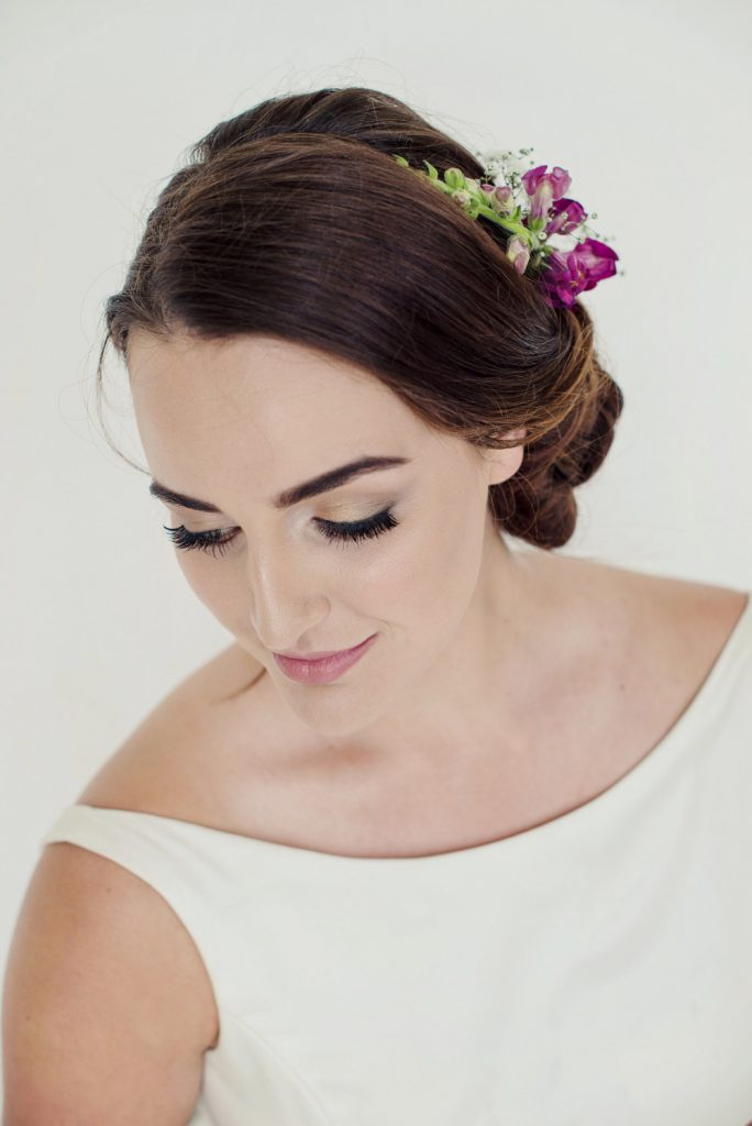 tips-for-wearing-fresh-flowers-in-your-wedding-hairstyle-catherine-strong-hair-make-up-artistry
