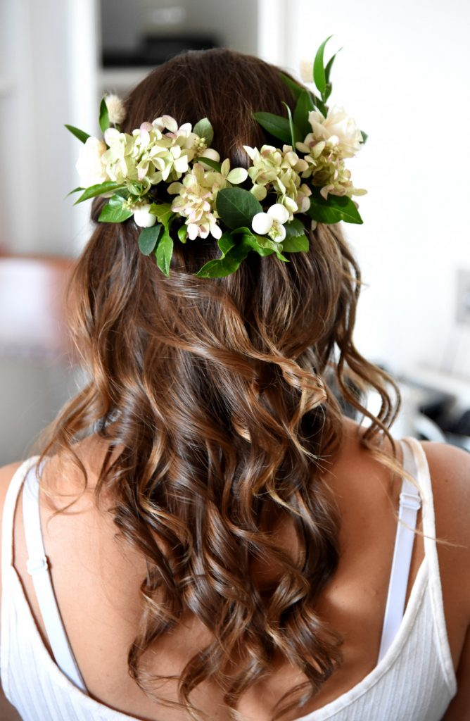 tips-for-wearing-fresh-flowers-in-your-wedding-hairstyle-bridal-hair-by-suzy