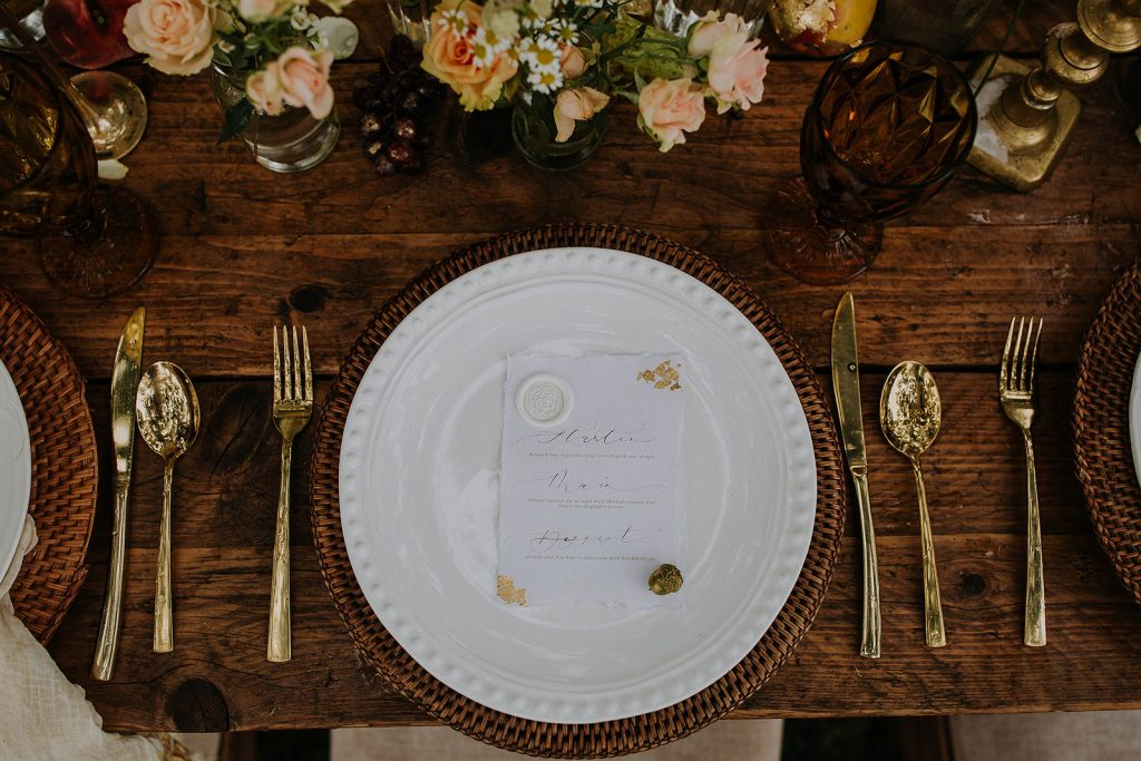 wedding-tablescape-with-handwritten-gold-foil-menu