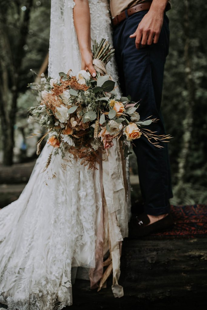 elegant-harvest-inspired-wedding-bouquet