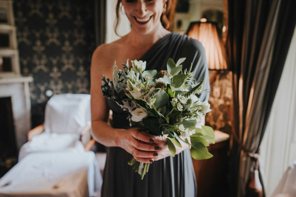 bridesmaid-with-green-and-white-bouquet