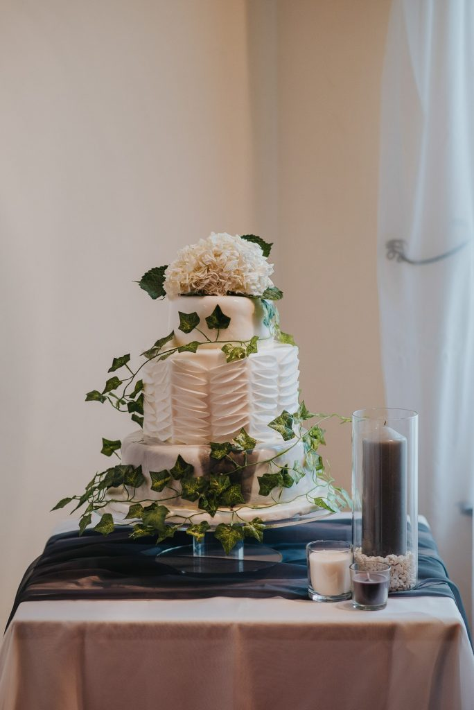 scottish-castle-wedding-cake