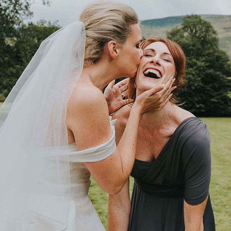 bride-and-bridesmaid-friendship