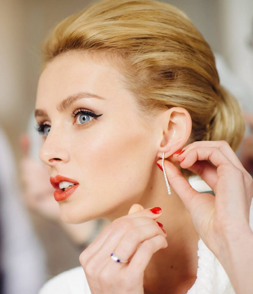 how-to-rock-a-red-lip-on-your-wedding-day
