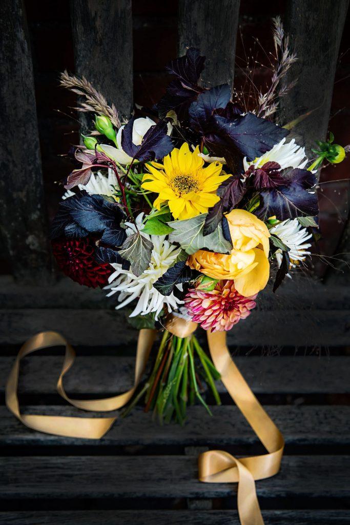 moody-wedding-bouquet