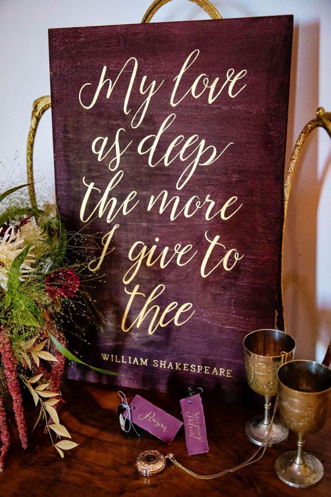 shakespeare-quote-wedding-décor