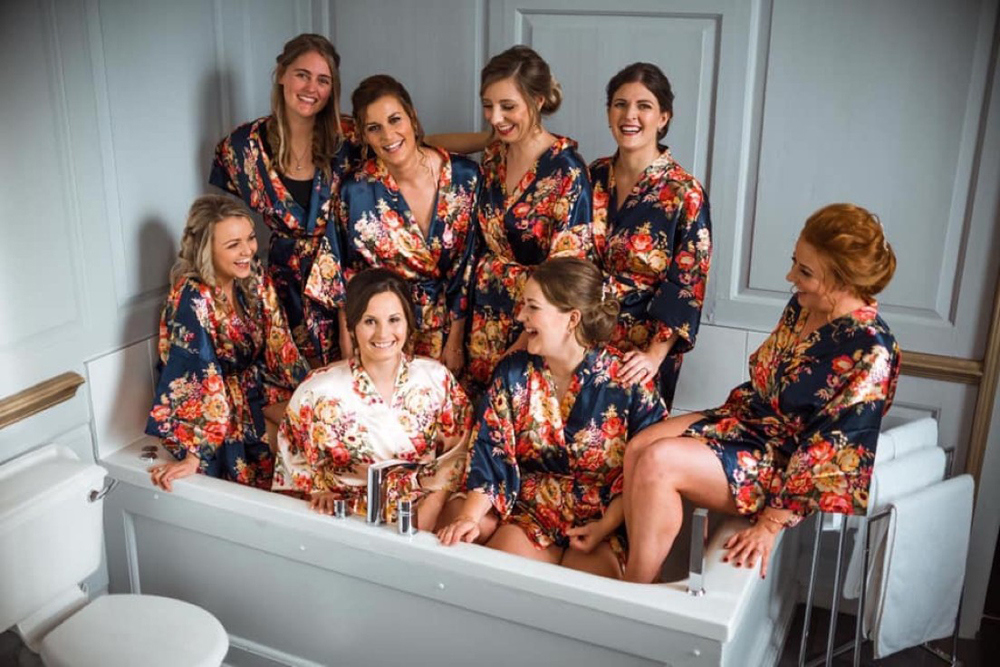 bridesmaids-in-silk-robes