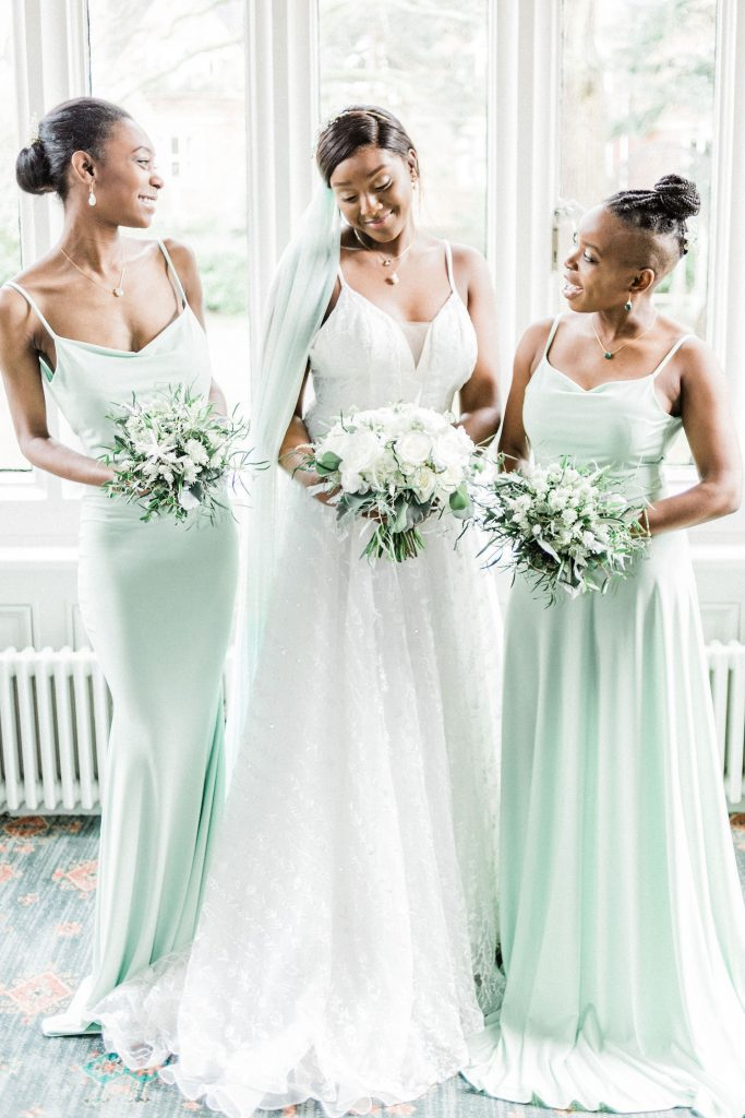 bridesmaids-in-long-mint-dresses