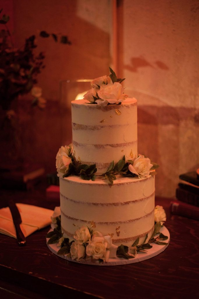 semi-naked-cake-for-industrial-chic-wedding