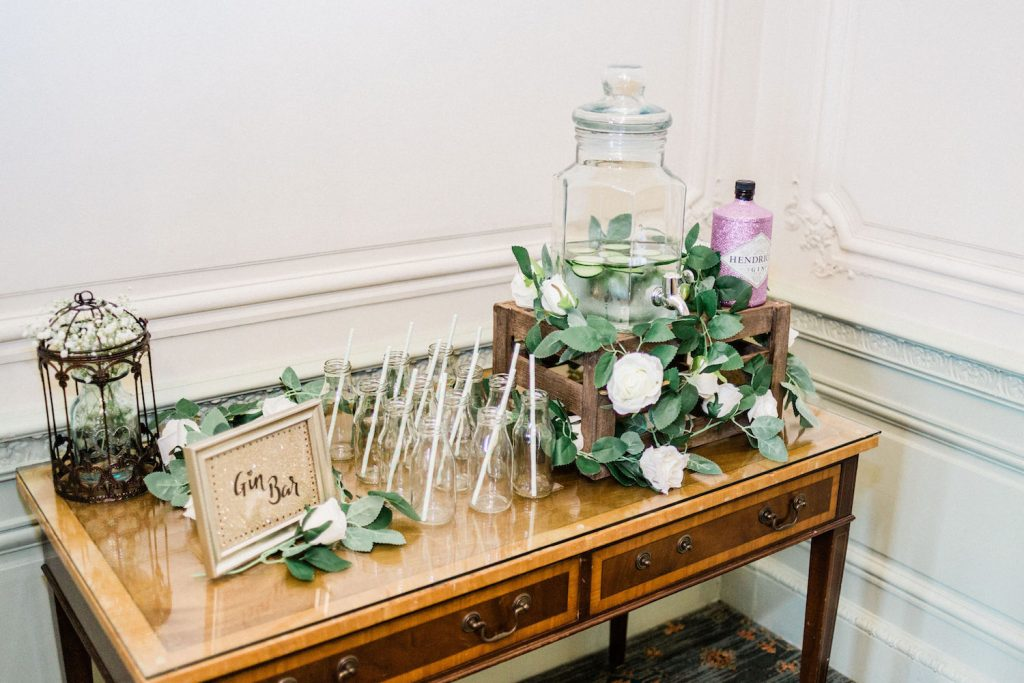 mint-and-gold-wedding-gin-bar