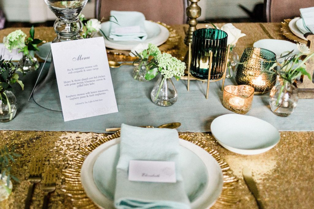 mint-and-gold-wedding-table-décor-gold-sequin-linens