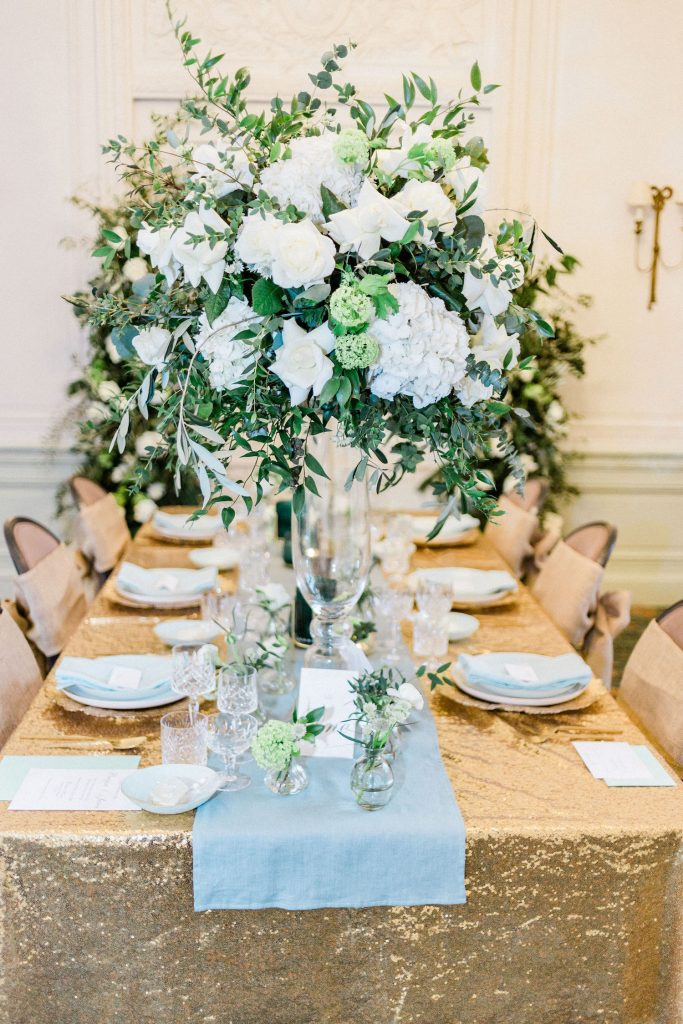 green-and-white-centerpiece-with-gold-sequin-tablecloth