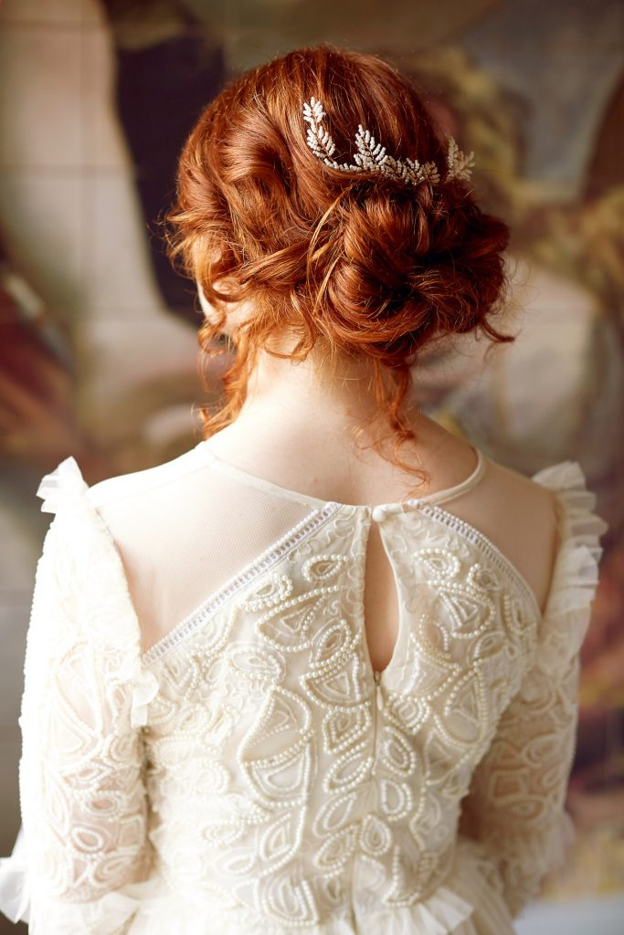 loose-updo-with-leaf-hairclip-embellishment