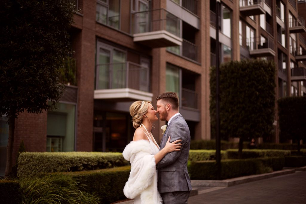romantic-first-look-for-london-wedding
