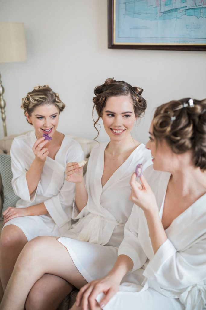 bridesmaids-with-macarons