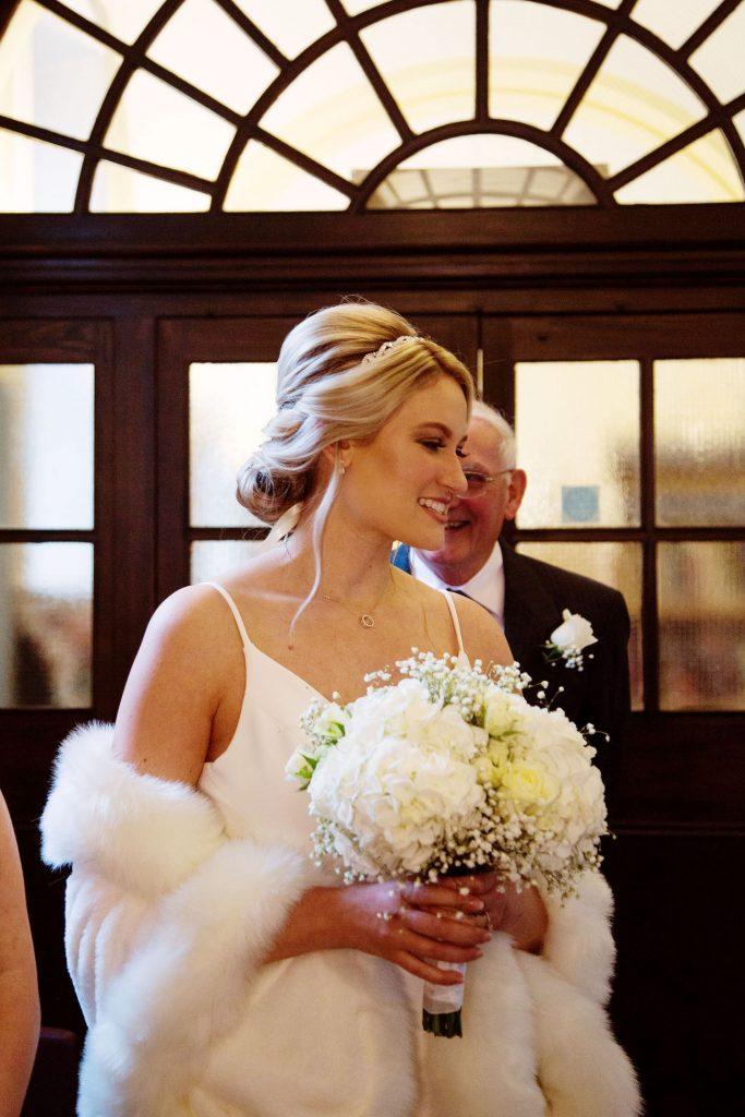winter-bride-white-bouquet-fur-stole-register-office