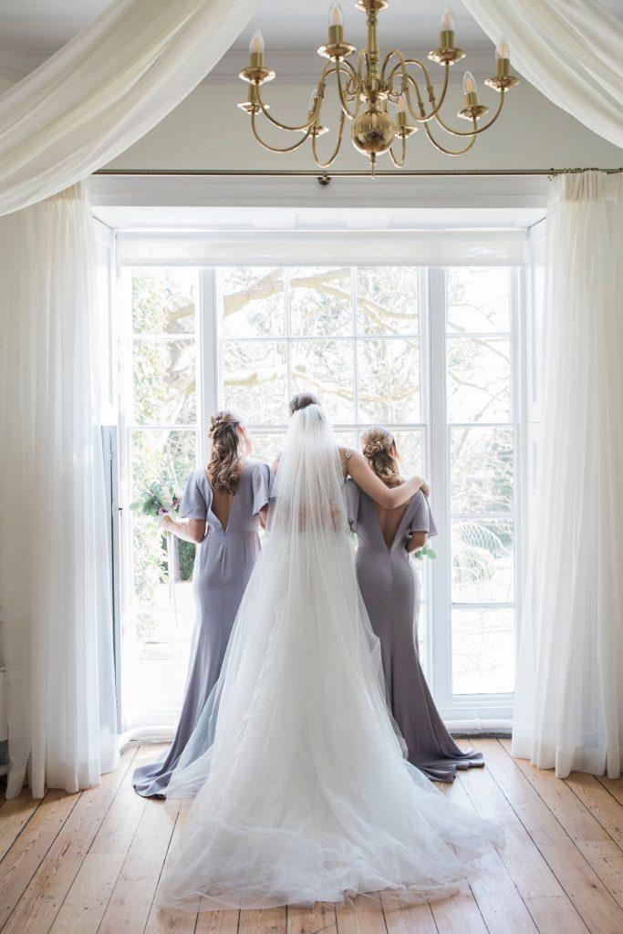 bride-with-bridesmaids-in-lavender