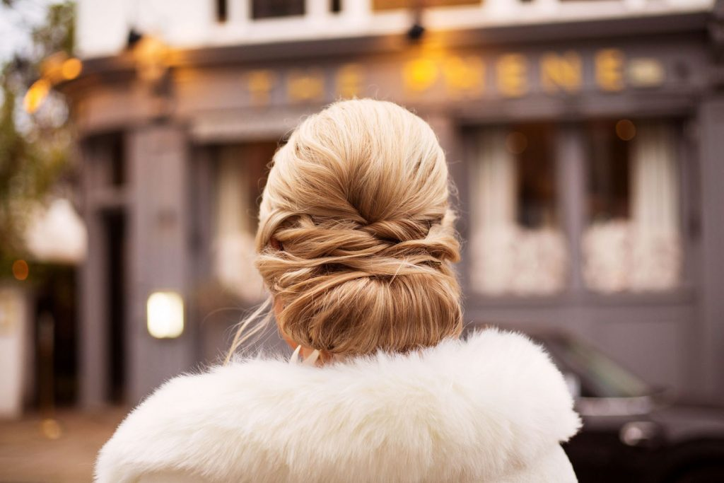 textured-low-bun-for-chic-city-bride