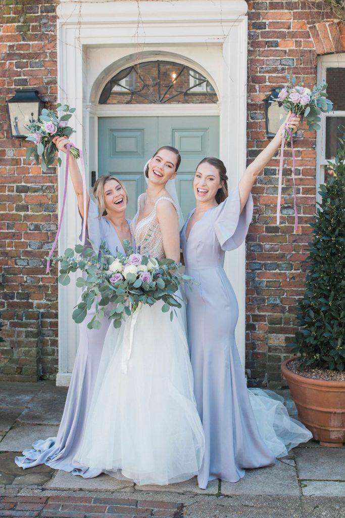 bride-with-bridesmaids-english-wedding