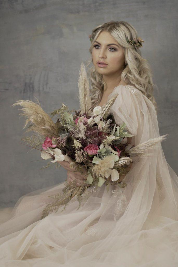 boho bridal bouquet with pampas