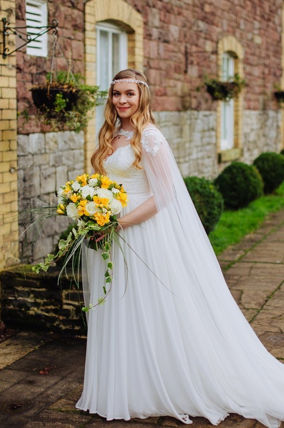 boho bride with Hollywood wave and crown