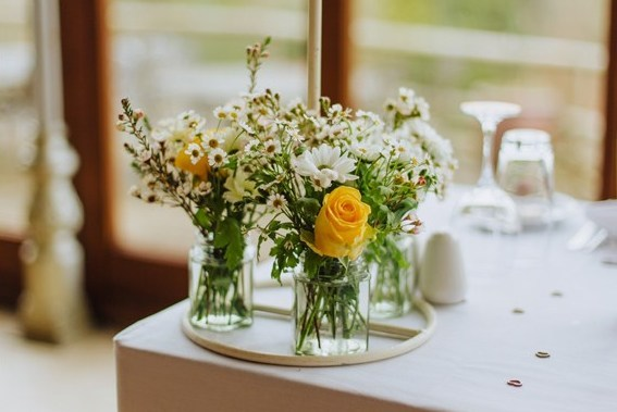 white and yellow winter wedding flowers