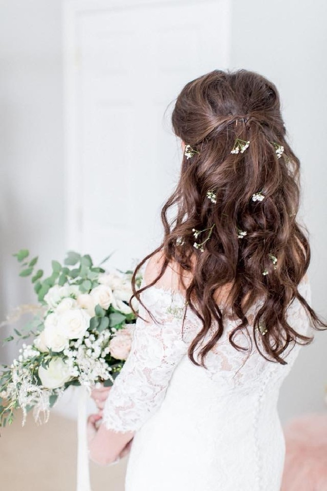 Spring Micro Wedding Bridal Style - Soft and Natural