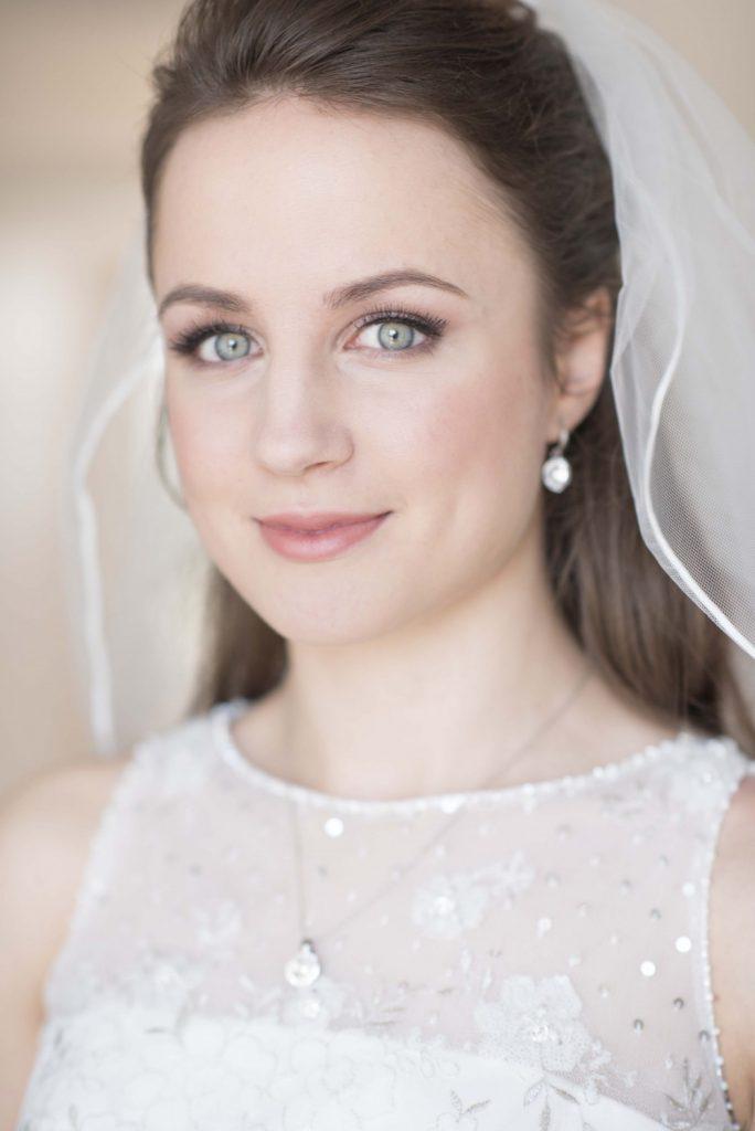 Spring Micro Wedding Bridal Style - Modern Minimalist