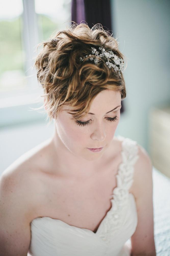 short bridal hairstyle voluminous curls