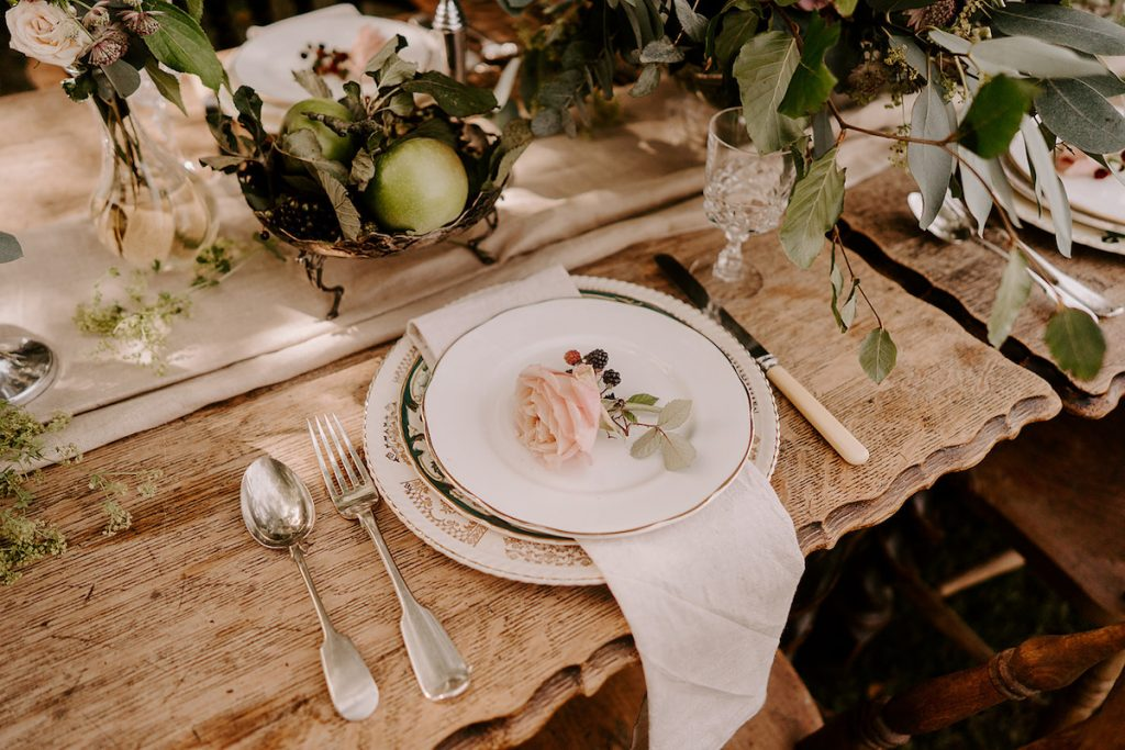 English country wedding inspiration table décor with apples