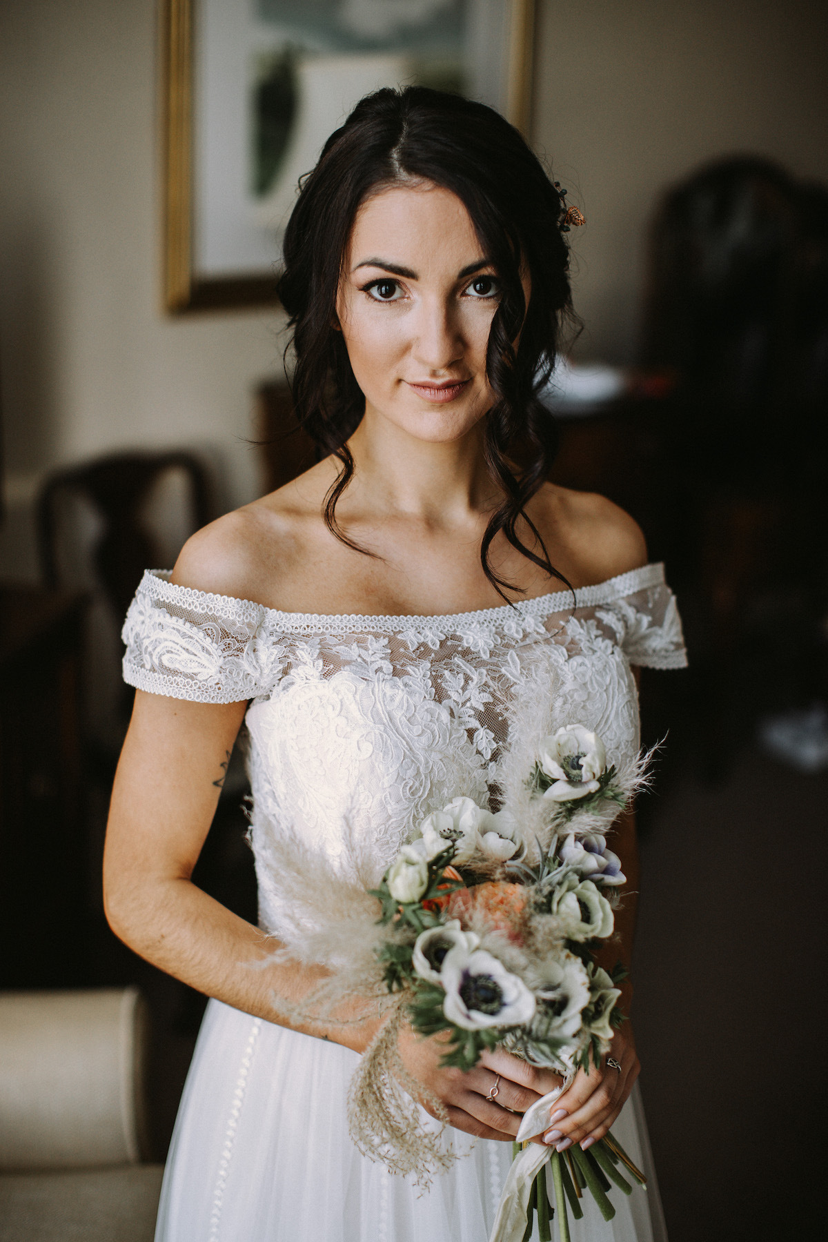 Boho bridal look with handtied bouquet